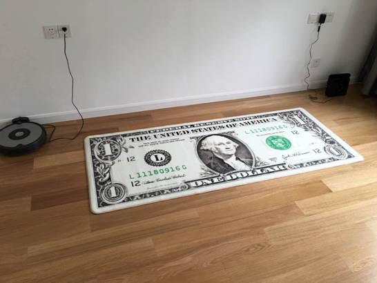 卧室有空余的地方,就先放了一个老早买下来的地垫。