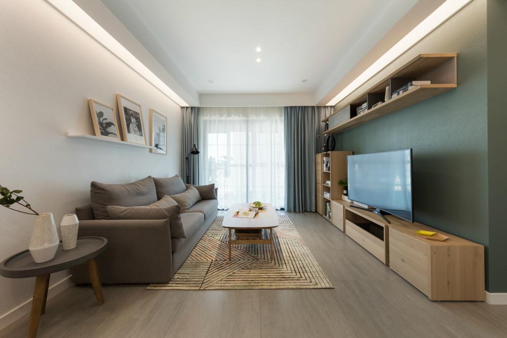 客厅虽然面积不大,但是看起来很时尚,很有格调