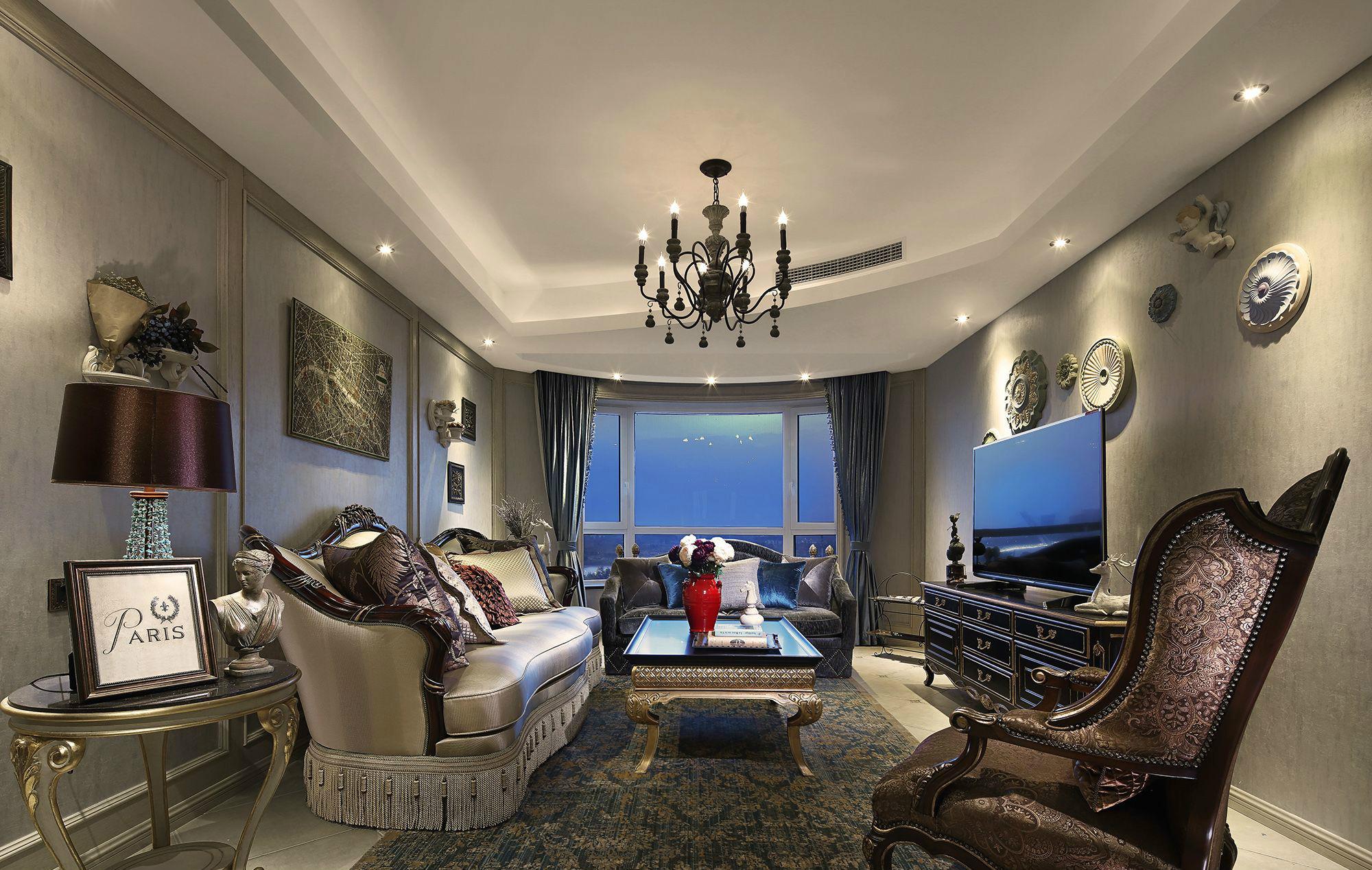 进入房间的第一眼,应该会被惊艳到,华丽又时尚。