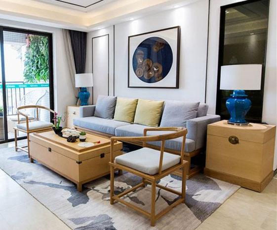 得益于室内白色墙面,浅色的软装,让光线没有被浪费。