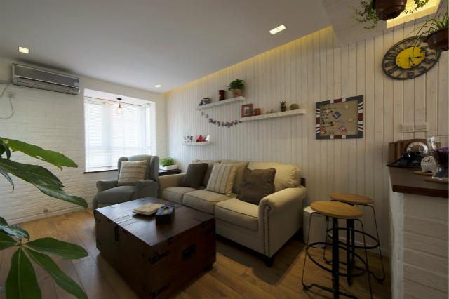 """创意沙发背景墙装饰,透着小清新,木箱式的""""茶几"""",又仿佛给人年代感。"""