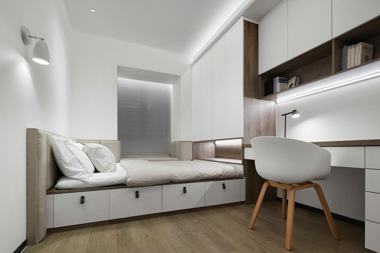 一体化榻榻米设计,让室内实现了书房+卧室双重功能的实用性。