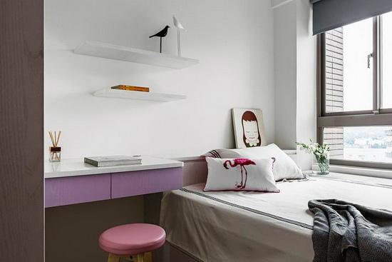 选以粉、紫双色作为卧房主色,将少女情怀投射在设计中,形塑独树一帜的睡眠空间。