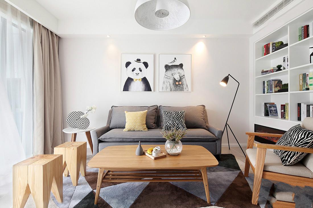 客厅挂置着节约大气的吊灯,以及沙发旁边放置着艺术气息的台灯,温馨而大气