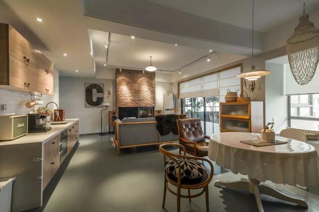 客餐厅布置在同一个开放的横厅大空间内,相对开放的空间格局,显得格外的宽敞大方。