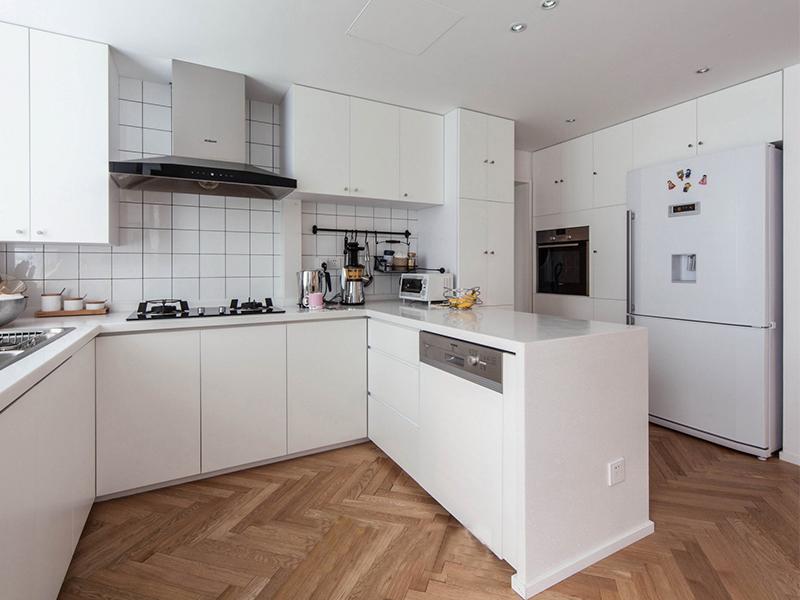 具有强大收纳功能的橱柜,能让厨房变得简单清爽。