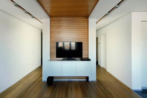 朴实自然的天花板设计,运用多样性的设计手法补足了简约风格较为单调的部分。