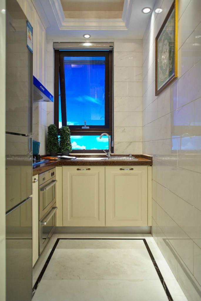 厨房很简洁明了,以瓷砖为主,方便更好的擦拭
