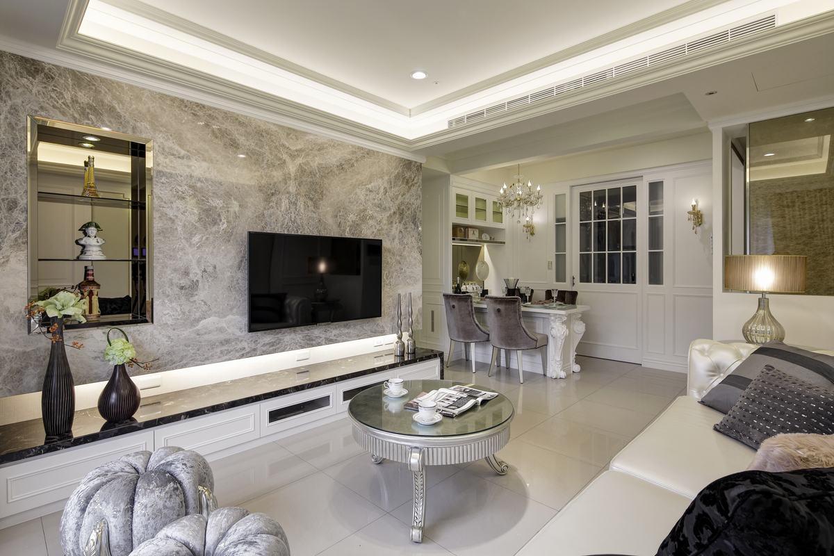居室主要以华丽的装饰、梦幻清新的色彩、精美的造型达到雍容华贵的装饰效果。