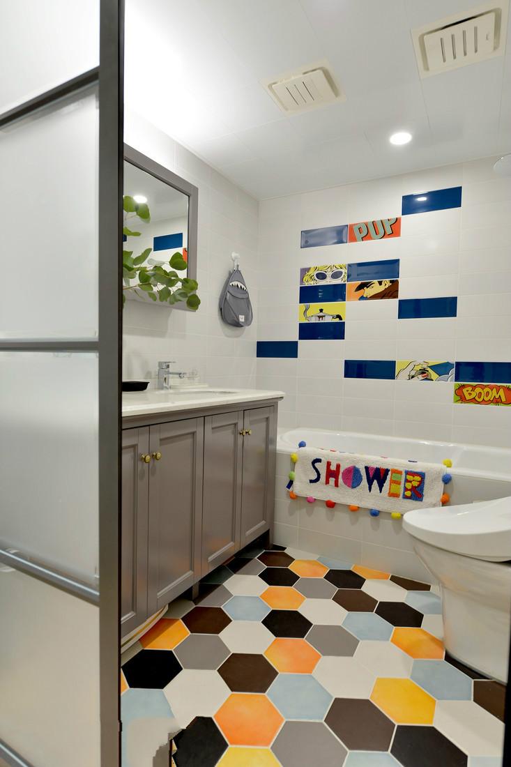 卫生间整体也是以儿童为主,可以更好让孩子嬉戏洗漱