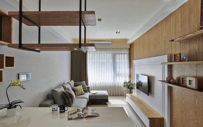 在木质之外空间基地,以日光为主角,以灰阶表现立面与软件的层次,搭上局部跳色与条纹抱枕,调和空间优雅淡