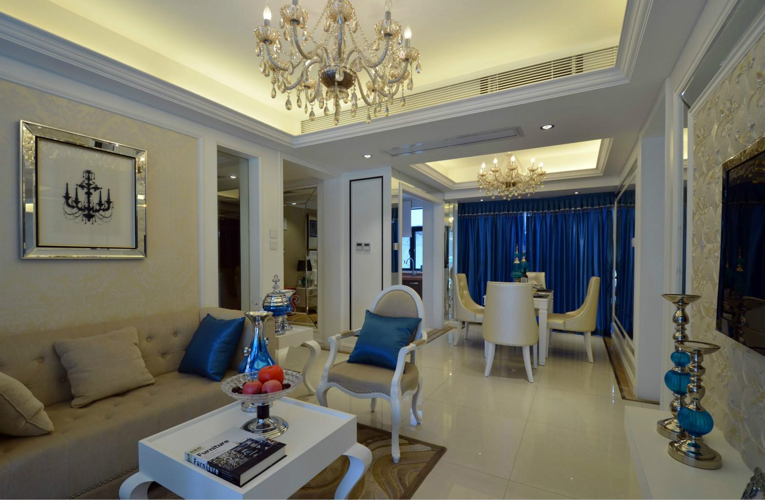 餐厅位于客厅的一侧,客厅厅一体式的设计让空间看起来更加的通透宽敞。