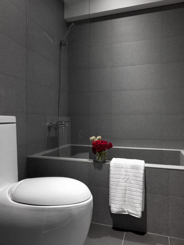 卫浴空间延续黑白灰主色调,整体空间清新脱俗,不失温馨的家居氛围。