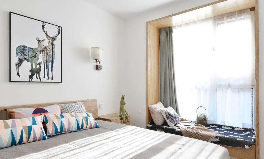 卧室附加了小飘窗,优化了采光的同时,也增加了小情调。