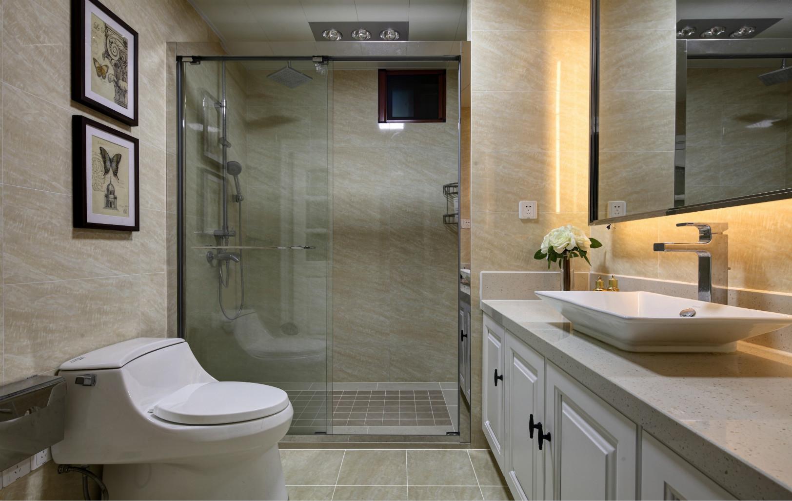 卫生间简约搭配十分洁净,空间也足够。