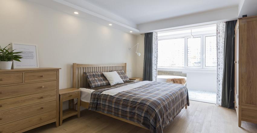 卧室采用了原木色的家具搭配原木的地板,使空间中充满了自然中树木沁香。