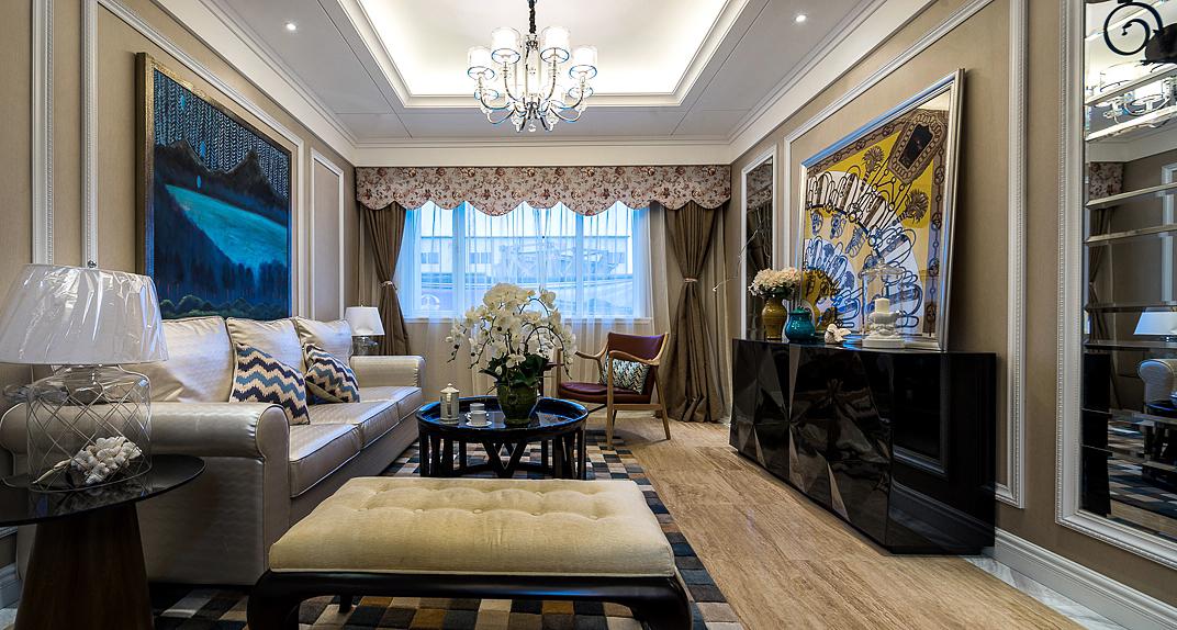 客厅为纵向分布,主色调为深海蓝色和明黄色搭配,使得客厅的视觉深感活力,木质地板的分布尽显温馨。