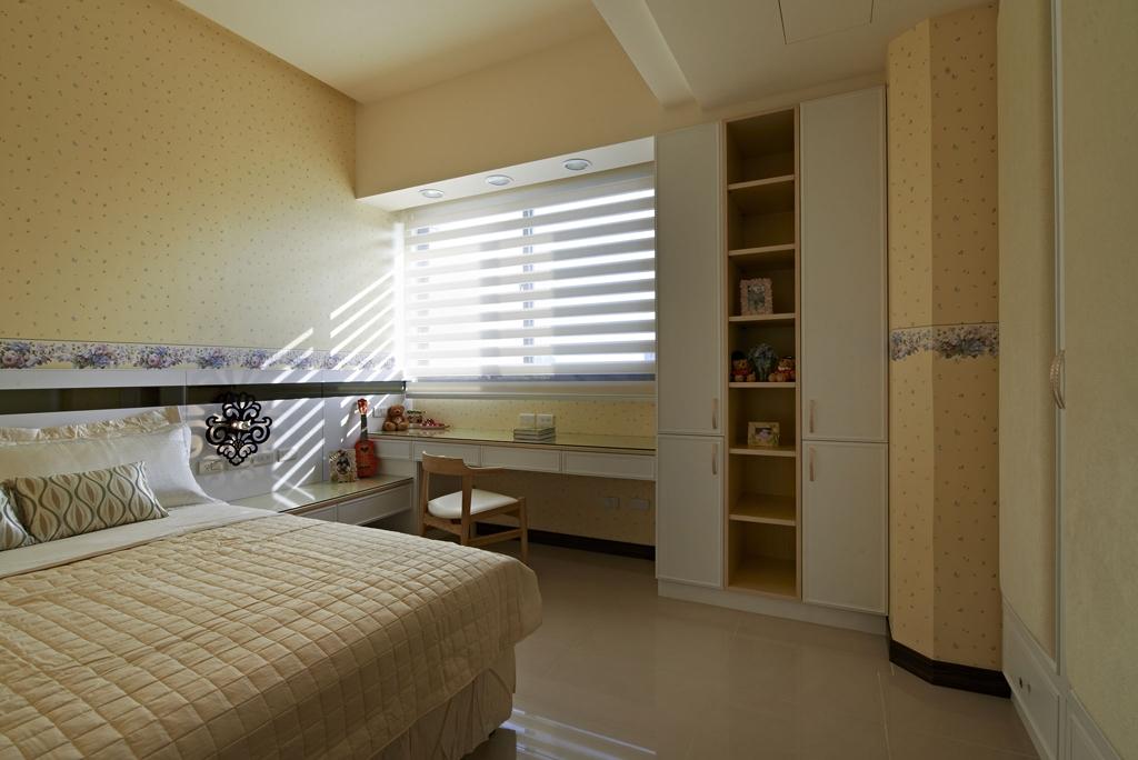 室采用深浅色搭配的原则,打造沉静的睡眠氛围。