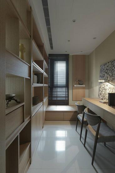 书房规划为单纯的阅读机能,但窗边仍安排卧榻提供休憩静坐等用途,提高空间的使用价值。