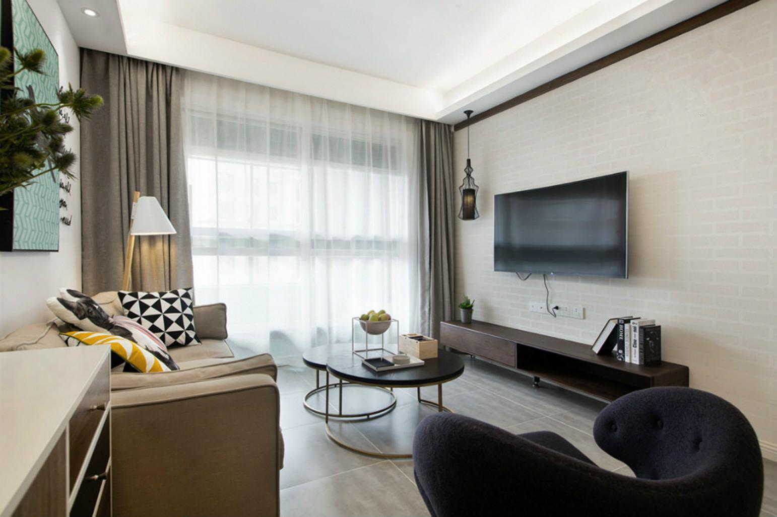 客厅以简洁为主,营造一种浪漫温馨的场所