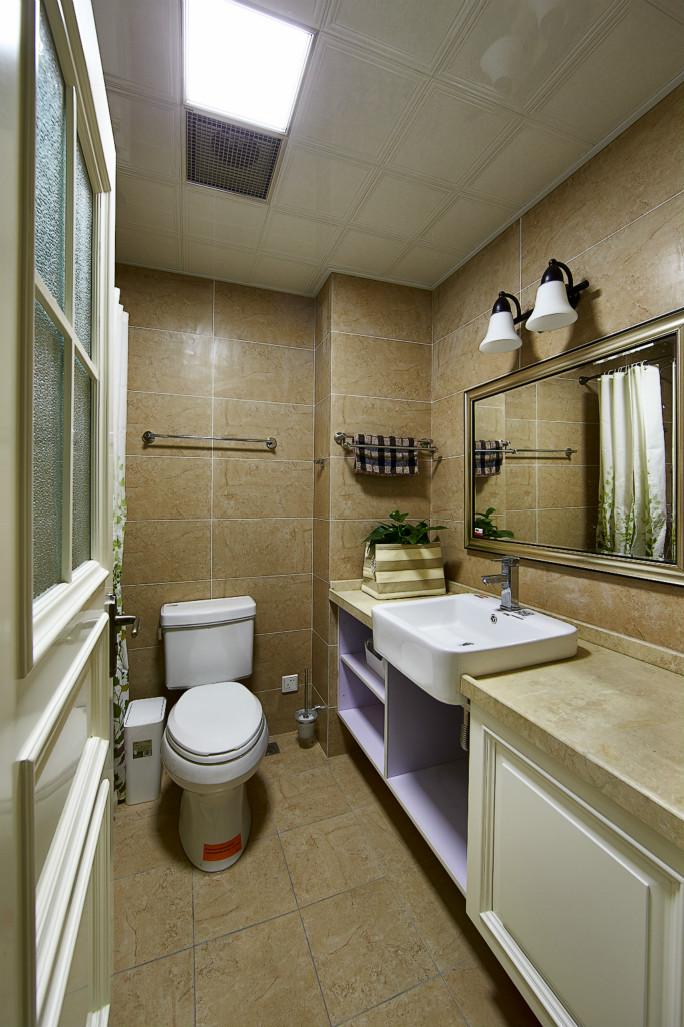 浴室选择了挂杆+浴帘的方式做了简单的干湿分离。