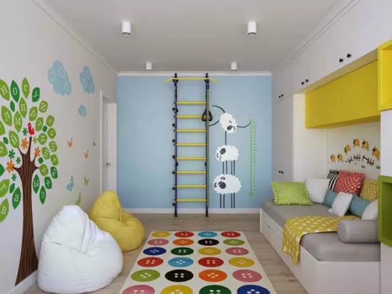沙发下面的大抽屉可以用来收纳玩具,阳台则是宝宝的专属学习室。