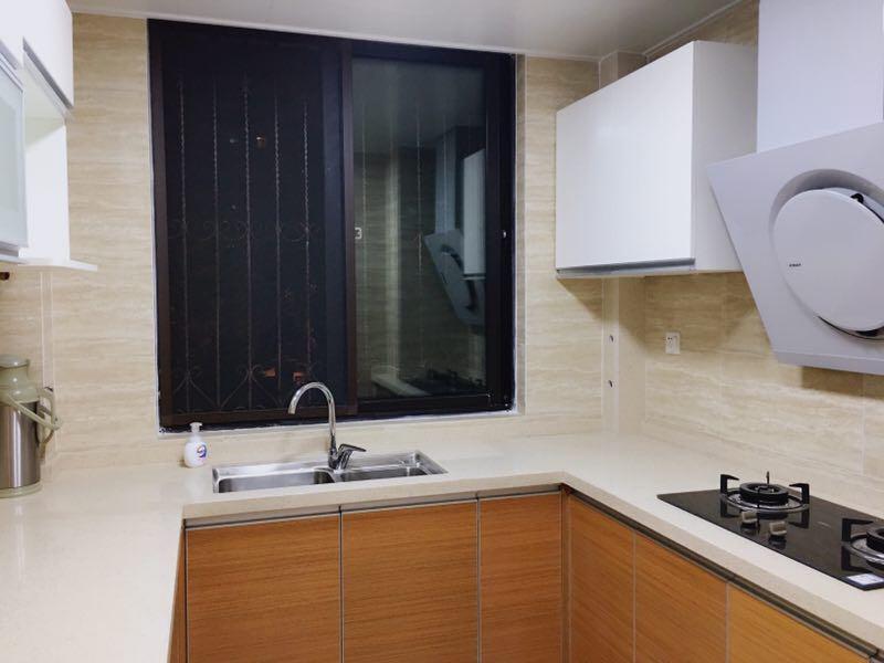 干净整洁的厨房是爱空间的标准化装修设计。