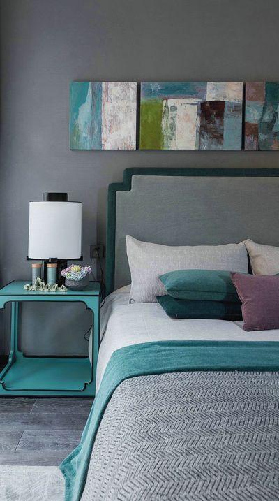 次卧和主卧简直是天壤之别,一个沉稳一个清新,你得视线不得不被Tiffany蓝的清新与浪漫吸引。