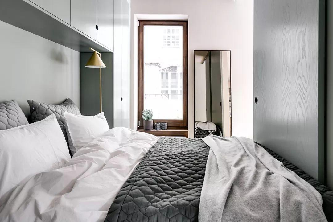 卧室衣柜的设计最大化利用了空间,线条简约,