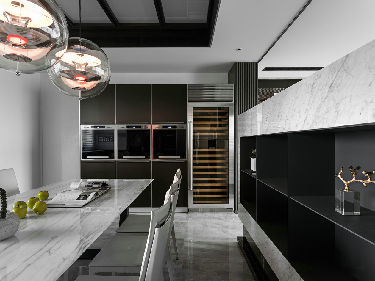 餐边柜设计,嵌入式大节约了占地空间,收纳于无形之中