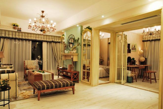放眼整个客厅,通透的空间内让我们感受到了大自然为我们带来了清新空气。
