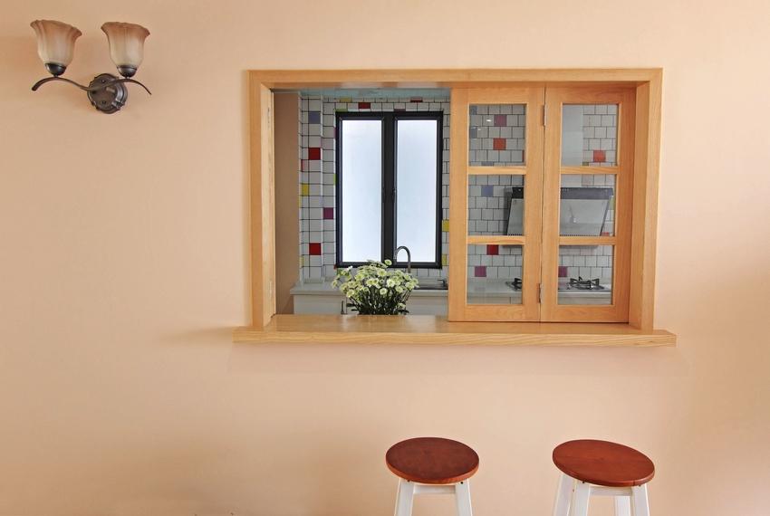 除了客厅厨房的设计也能看出设计师和业主的用心。