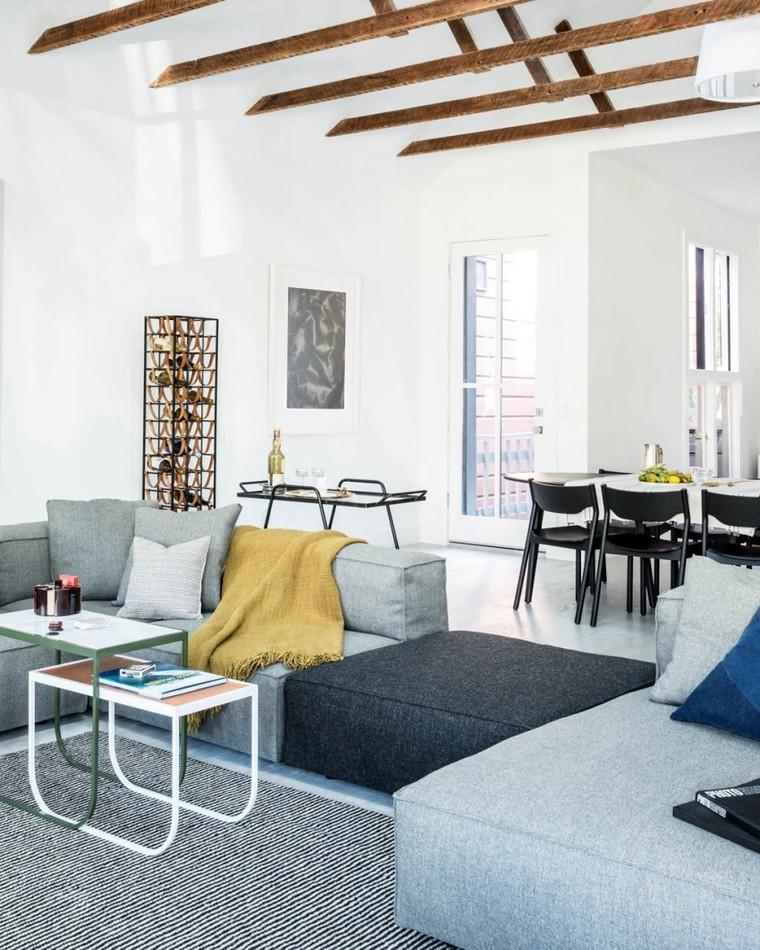 白色为底,搭配灰色沙发,清新简约的家饰塑造出舒适的斯堪的纳维亚风格。