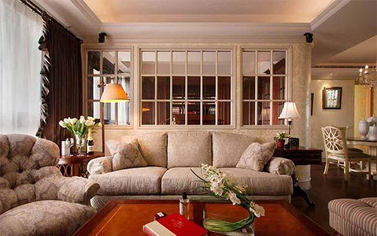 具穿透感的玻璃格状矮墙,可以区分客厅与书房,也让视觉景深放大延伸。