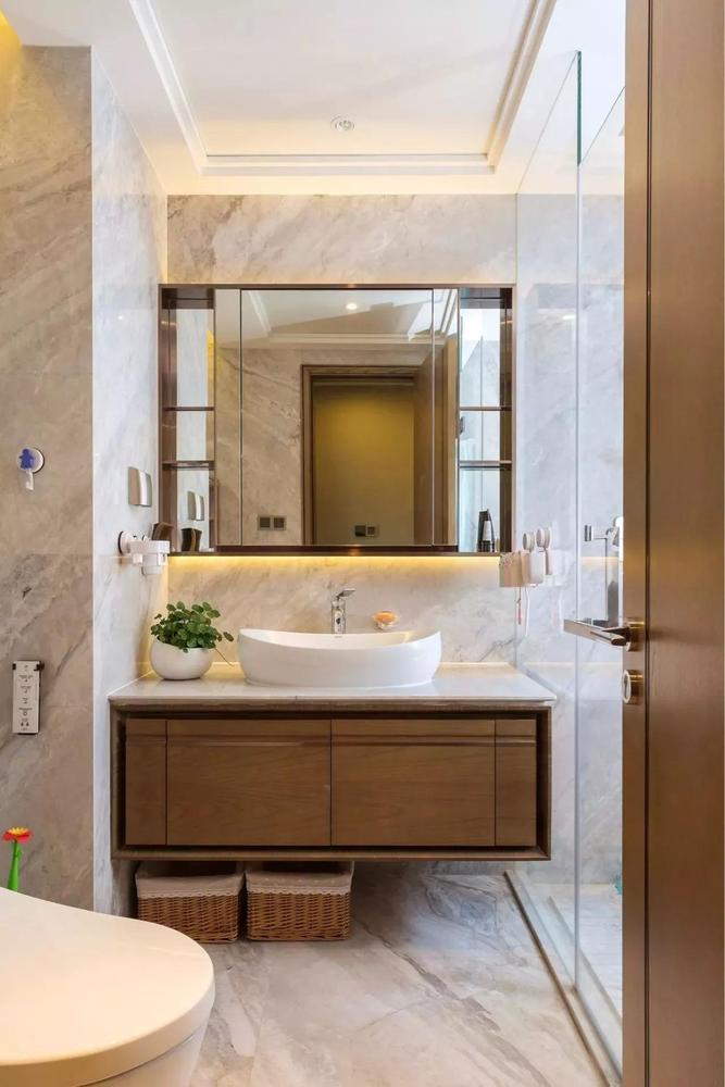 卫生间可以看出空间没有任何一点浪费,在这么小的空间内依然做出了干湿分离。