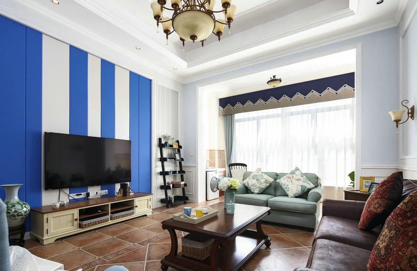 这是一套美式风格的三居,用海蓝色奠定全屋基调,推开门,迎面而来的仿佛咸咸的海风。