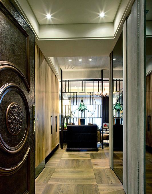 自然的木纹质地从玄关开始蔓延入室,让人一进门就感受到属于家的舒适感。