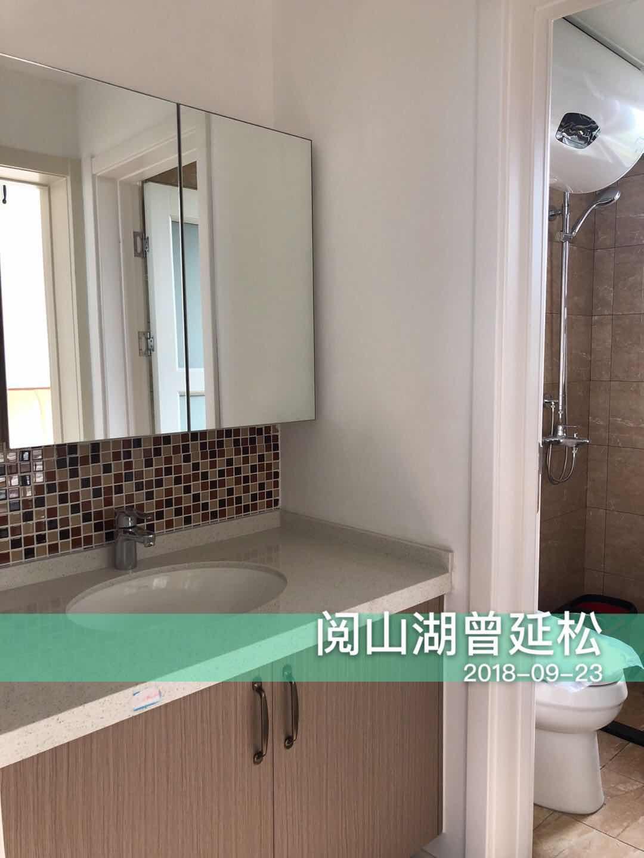 主卫设计干湿分离,马赛克墙砖提升了活泼感,大镜子也是很多小户型的设计亮点之一。