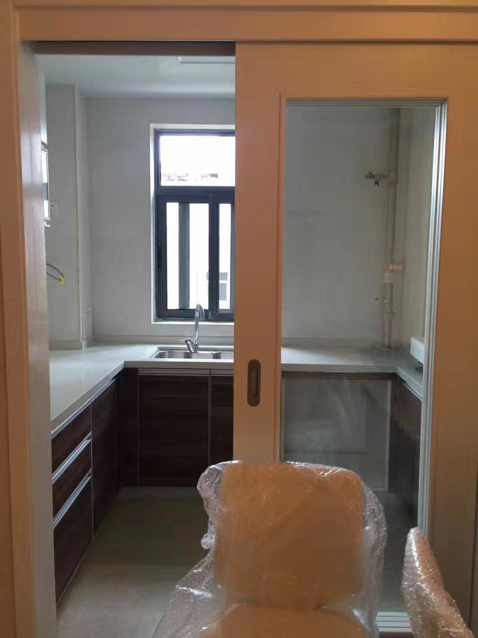 爱空间标准化的厨房,科宝的橱柜,老板的烟机灶具是标配。