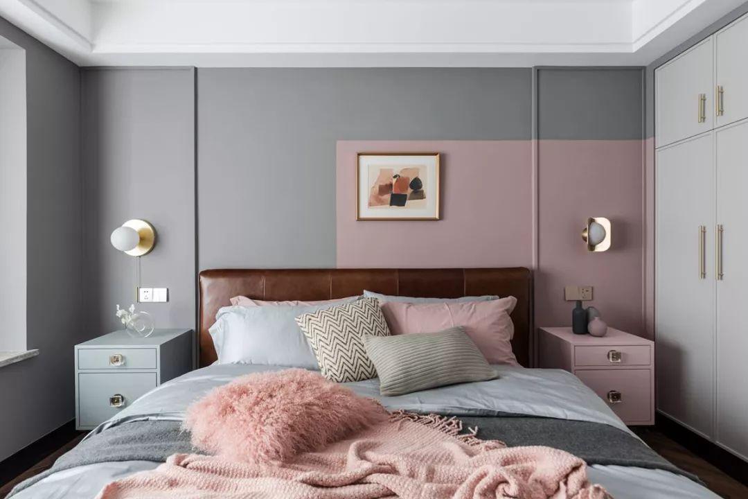 细致优雅的摆设与床品布置,生活也要浪漫精致才行。
