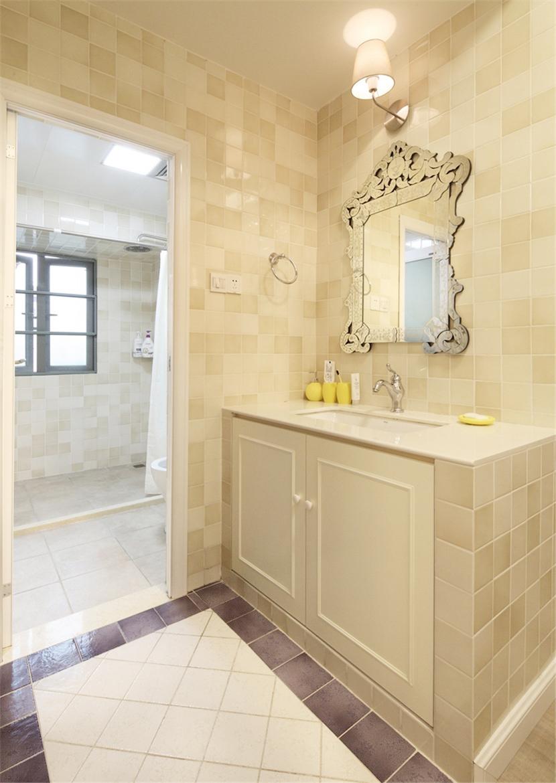 公用卫生间,洗手池和台盆放在了卫生间外面,可以说是真正的干湿分离了。