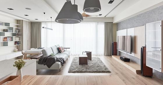 原先109平米的四房改为三房,多出的空间变身为客厅,宽敞的公共区域让一家人活动起来更加自由。