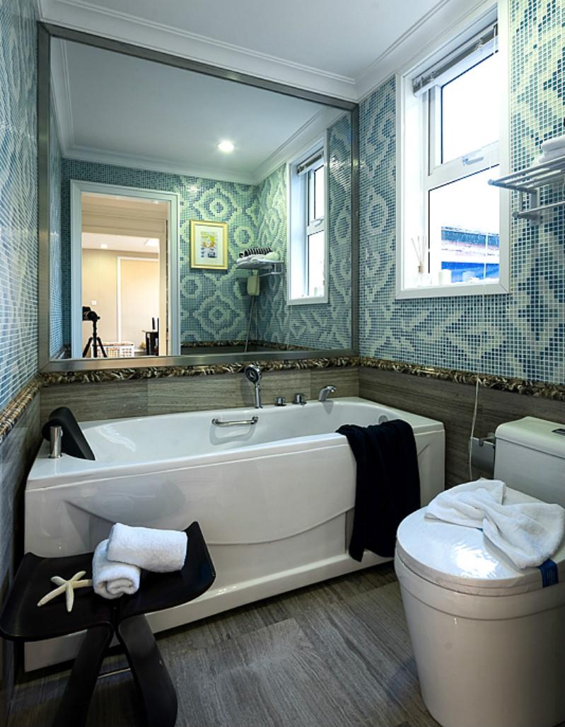 卫生间就比较传统了,地面与墙面用不同的颜色划分。