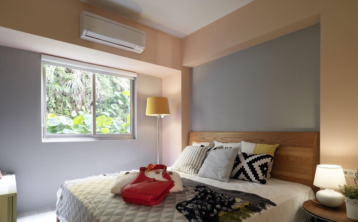 主卧室提供如原始森林般清新的空气,木质的家具,使整个卧室散发着悠然舒适的味道。