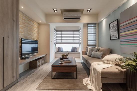 沿窗规划一处卧榻区,让屋主可以在此放松,加上铺设塑料地板,同时兼做毛小孩睡觉、玩耍的地方。