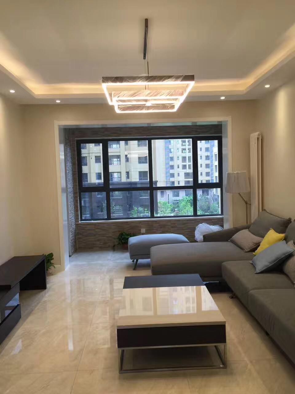 简约大气的客厅,配上适宜的家具,温馨简约的风格立马呈现出来。