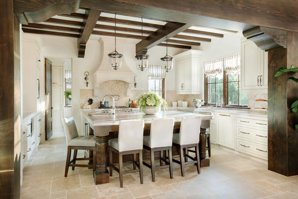 餐厅还是比较简单大方手法,在家具选用中,还有灯具的选择,都迎朴实感。