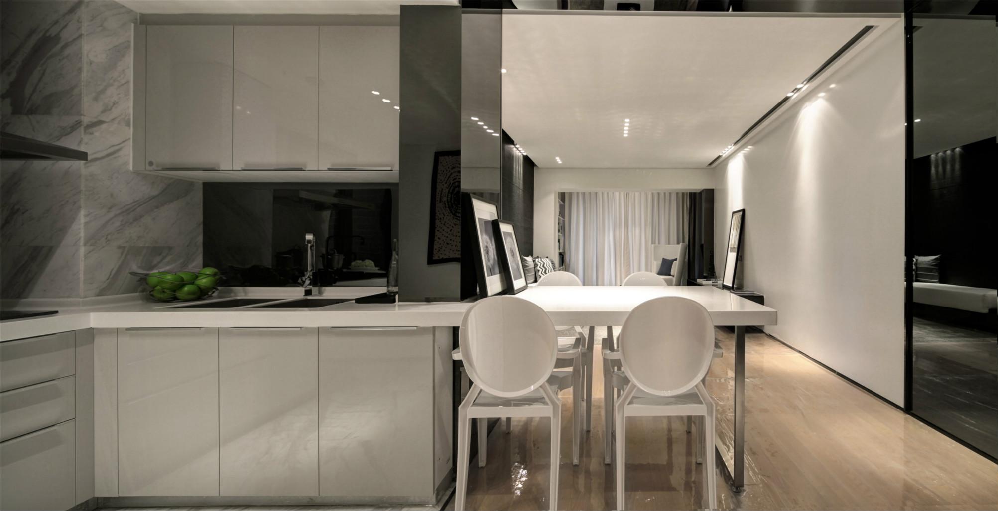 餐厅和厨房是一体式,与整体相协调,连成一体。