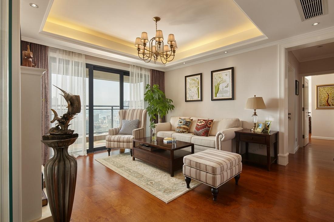 客厅,色彩整齐划一,尽显空间的淡雅与细腻的感触。