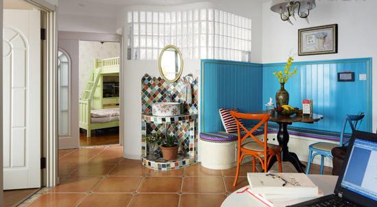 选用不配套的餐桌椅,随意而自然,构成简单的餐厅,也可以实现休闲角落的功能。